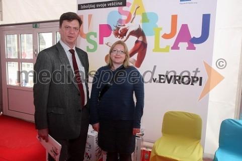 Po novinarski konferenci projekta EU Mladi in mobilnost s Karlom Bartakom, vodja oddelka za komuniciranje v Generalnem direktoratu za izobraževanje in kulturo v Bruslju