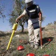 Pri iskanju in označevanju ostankov bomb deminerji uporabljajo dogovorjene barvne simbole.